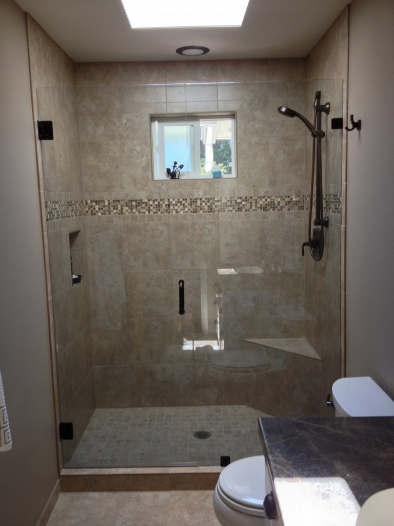 Agalite Estate Series Shower Door Installed by Wenatchee Valley Glass