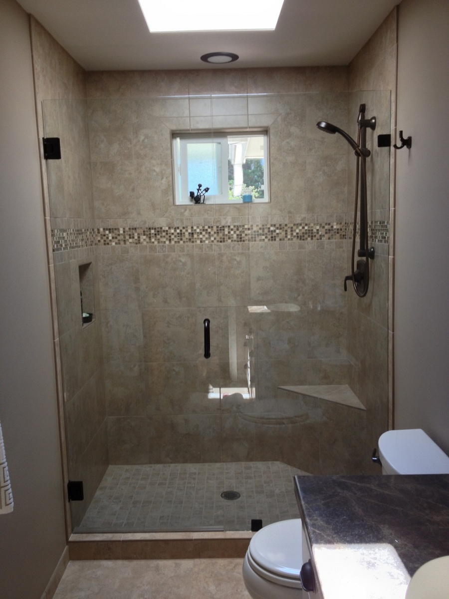 & Agalite Estate Series Shower Door Installed by Wenatchee Valley Glass